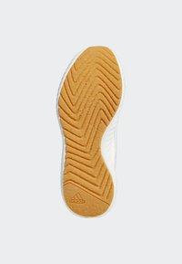 adidas Performance - ALPHABOUNCE RC 2.0 SHOES - Obuwie do biegania treningowe - white - 4