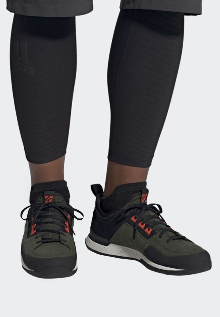 adidas Performance - FIVE TENNIE SHOES - Chaussures de marche - green