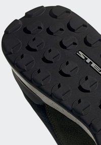 adidas Performance - FIVE TENNIE SHOES - Scarpa da hiking - green - 9