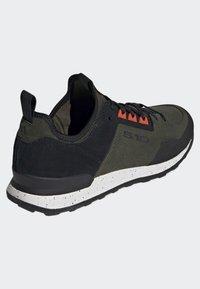 adidas Performance - FIVE TENNIE SHOES - Scarpa da hiking - green - 4