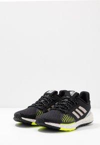 adidas Performance - PULSEBOOST HD PRCT - Hardloopschoenen neutraal - core black/grey two/solar yellow - 2