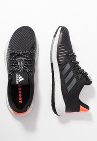 adidas Performance - PULSEBOOST HD PRCT - Laufschuh Neutral - core black/grey six/solar red - 1