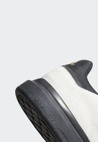 adidas Performance - FIVE TEN MOUNTAIN BIKE SLEUTH DLX SHOES - Fahrradschuh - grey - 8