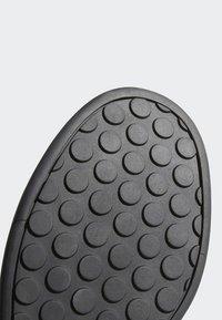 adidas Performance - FIVE TEN MOUNTAIN BIKE SLEUTH DLX SHOES - Matalavartiset tennarit - black/grey - 7