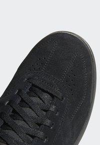 adidas Performance - FIVE TEN MOUNTAIN BIKE SLEUTH DLX SHOES - Matalavartiset tennarit - black/grey - 6