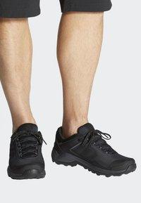 adidas Performance - TERREX EASTRAIL GORE-TEX - Obuwie hikingowe - grey/black - 0