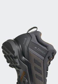 adidas Performance - TERREX AX3 MID GORE TEX HIKING SHOES - Hiking shoes - grey/ black - 6