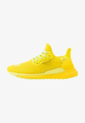 PHARRELL WILLIAMS SOLARHU PRD - Zapatillas de running neutras - bright yellow/footwear white/solar yellow