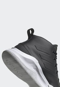 adidas Performance - OWN THE GAME SHOES - Indoorskor - black - 7
