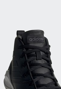adidas Performance - OWN THE GAME SHOES - Indoorskor - black - 8