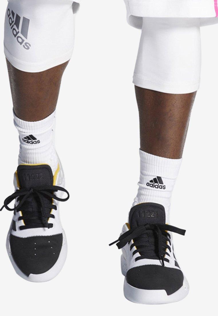 adidas Performance - PRO ADVERSARY LOW 2019 SHOES - Basketsko - white