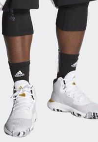 adidas Performance - PRO BOUNCE 2019 SHOES - Chaussures de basket - white - 0