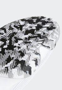 adidas Performance - PRO BOUNCE 2019 SHOES - Koripallokengät - white - 9