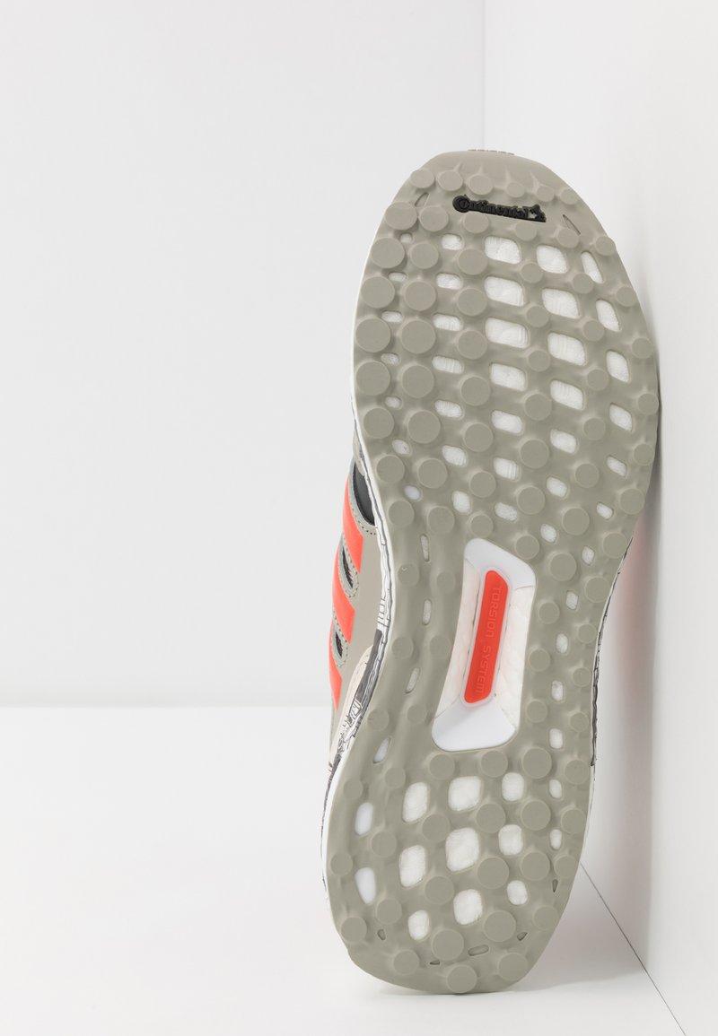adidas Performance ULTRABOOST S&L STAR WARS STAR FIGHTER - Nøytrale løpesko - sesame/active orange/carbon