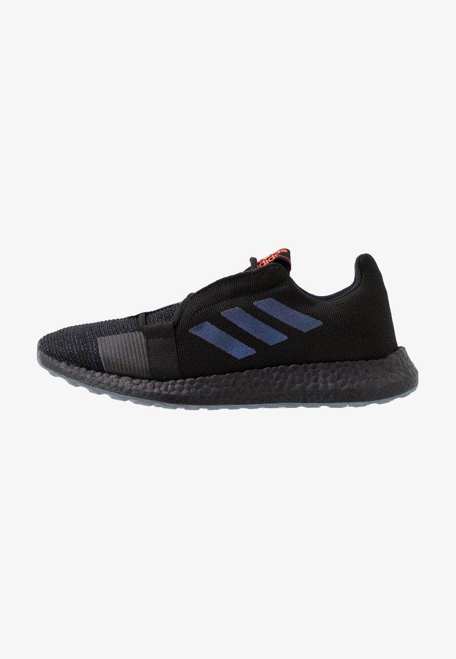 PUREBOOST SENSEBOOST RUNNING SHOES - Neutrální běžecké boty - core black/blue vision metalic