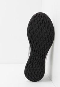 adidas Performance - SENSEBOUNCE STREET - Obuwie do biegania treningowe - grey two/grey six/signal coral - 4