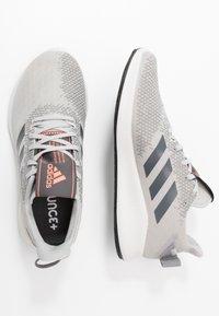 adidas Performance - SENSEBOUNCE STREET - Obuwie do biegania treningowe - grey two/grey six/signal coral - 1