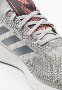 adidas Performance - SENSEBOUNCE STREET - Obuwie do biegania treningowe - grey two/grey six/signal coral - 5