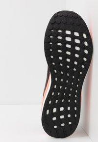 adidas Performance - SOLAR DRIVE 19 - Obuwie do biegania treningowe - core black/grey/signal coral - 4
