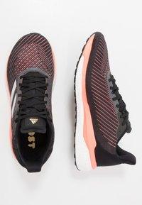 adidas Performance - SOLAR DRIVE 19 - Obuwie do biegania treningowe - core black/grey/signal coral - 1
