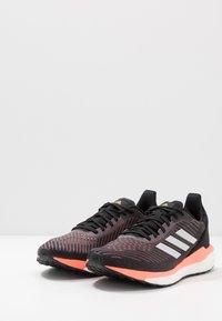 adidas Performance - SOLAR DRIVE 19 - Obuwie do biegania treningowe - core black/grey/signal coral - 2