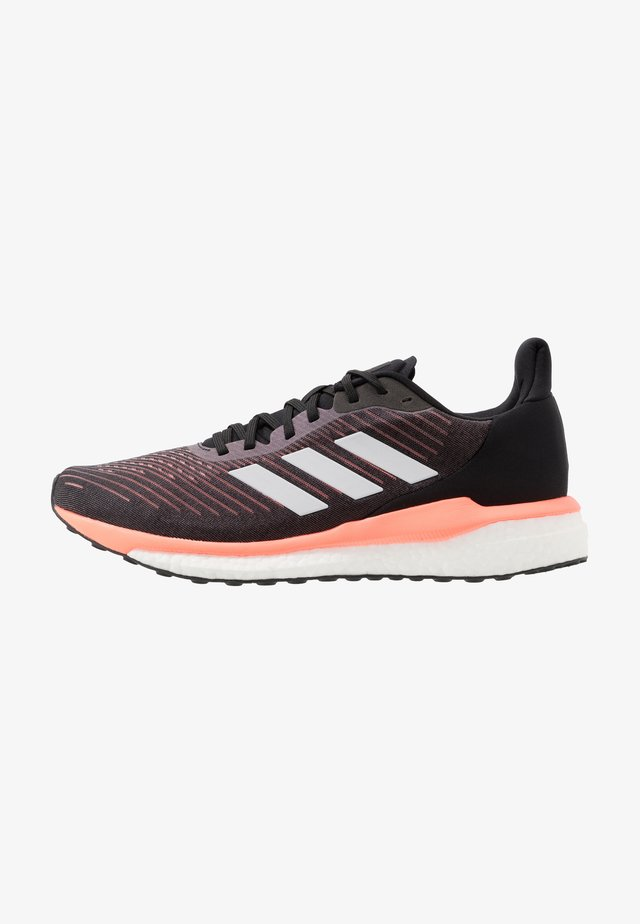 SOLAR DRIVE 19 - Zapatillas de running neutras - core black/grey/signal coral