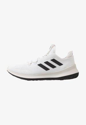 SENSEBOUNCE ACE  - Obuwie do biegania treningowe - footwear white/core black/crystal white