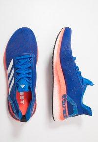 adidas Performance - ULTRABOOST - Obuwie do biegania treningowe - glow blue/core white/solar red - 1