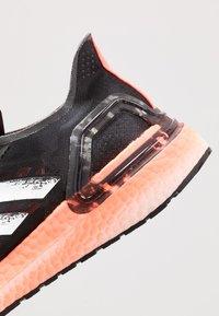 adidas Performance - ULTRABOOST - Zapatillas de running neutras - core black/footwear white/signal coral - 5