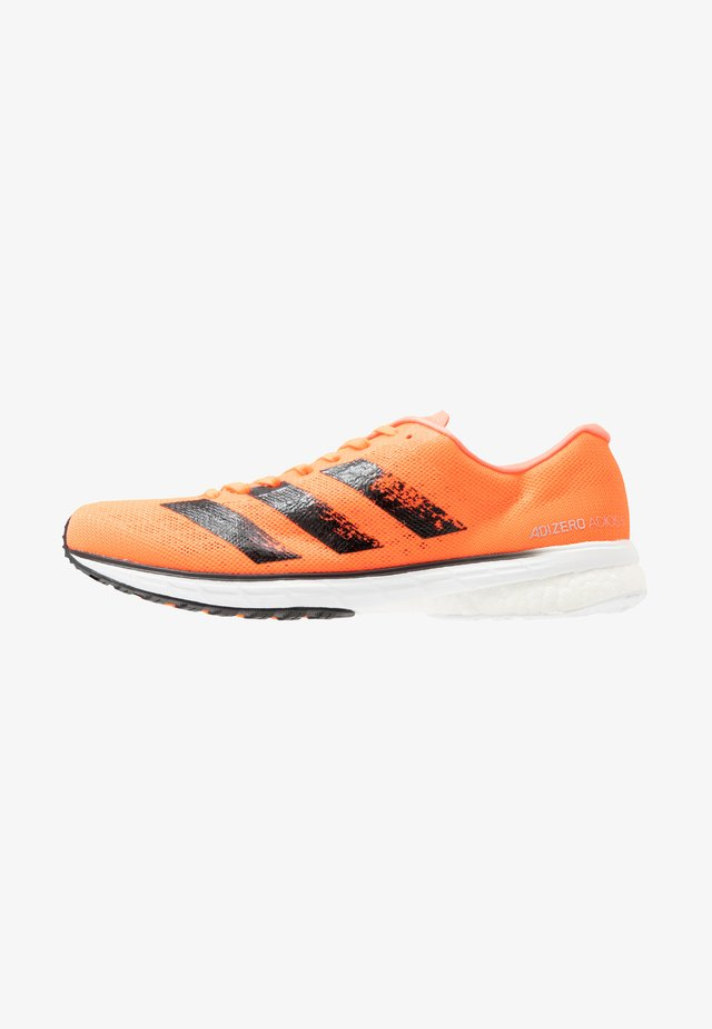 ADIZERO ADIOS 5 - Laufschuh Neutral - signal coral/core black/footwear white