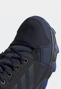 adidas Performance - TERREX TRACEROCKER GTX SHOES - Trail running shoes - blue - 7