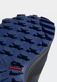 adidas Performance - TERREX TRACEROCKER GTX SHOES - Trail running shoes - blue - 8