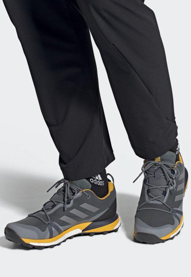 adidas Performance - TERREX SKYCHASER LT GTX SHOES - Laufschuh Trail - grey