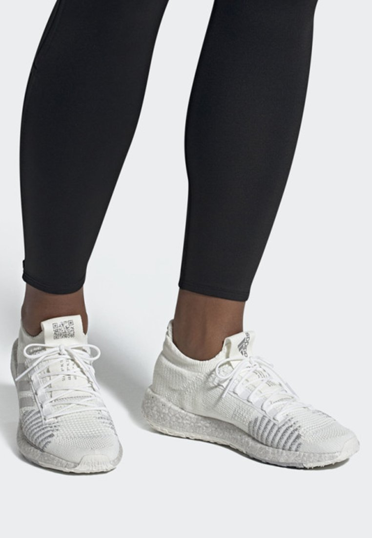 adidas Performance - PULSEBOOST HD SHOES - Sneaker low - white/grey