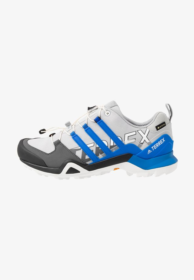 TERREX SWIFT R2 GORE-TEX - Běžecké boty do terénu - grey two/glow blue/core black