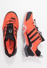 adidas Performance - TERREX SWIFT R2 GORE-TEX - Chaussures de running - glow amber/core black/solar red - 1