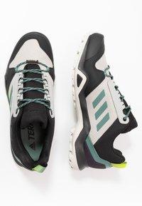adidas Performance - TERREX AX3 GTX - Vaelluskengät - grey two/signal green - 1