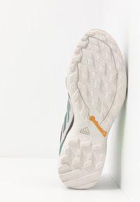 adidas Performance - TERREX AX3 GTX - Vaelluskengät - grey two/signal green - 4