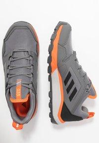 adidas Performance - TERREX AGRAVIC TRAIL RUNNING SHOES - Obuwie do biegania Szlak - grey three/core black/orange - 1
