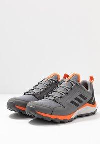 adidas Performance - TERREX AGRAVIC TRAIL RUNNING SHOES - Obuwie do biegania Szlak - grey three/core black/orange - 2