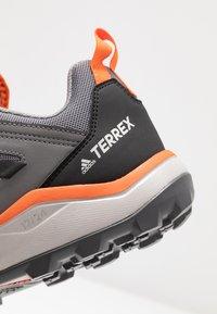 adidas Performance - TERREX AGRAVIC TRAIL RUNNING SHOES - Obuwie do biegania Szlak - grey three/core black/orange - 5