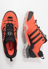 adidas Performance - TERREX SWIFT R2 - Zapatillas de senderismo - glow amber/core black/solar red - 1