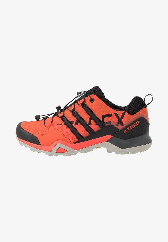 TERREX SWIFT R2 - Zapatillas de senderismo - glow amber/core black/solar red