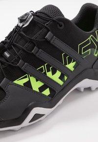 adidas Performance - TERREX SWIFT R2 - Obuwie hikingowe - core black/signal green - 5