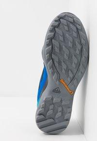 adidas Performance - TERREX AX3 - Scarpa da hiking - glow blue/legend ink/shock cyan - 4