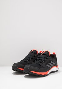 adidas Performance - TERREX AGRAVIC GORE-TEX TRAIL RUNNING SHOES - Obuwie do biegania Szlak - core black/grey four/solar red - 2