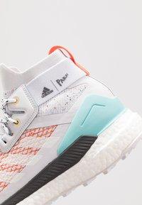 adidas Performance - TERREX FREE PARLEY - Zapatillas de senderismo - grey/footwear white/true orange - 6