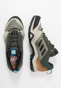 adidas Performance - TERREX AX3 - Obuwie hikingowe - legend green/core black/glow blue - 1