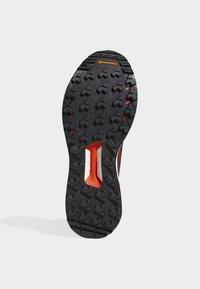 adidas Performance - TERREX FREE HIKER GORE TEX HIKING SHOES - Hikingskor - burgundy - 5