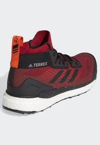 adidas Performance - TERREX FREE HIKER GORE TEX HIKING SHOES - Hikingskor - burgundy - 4
